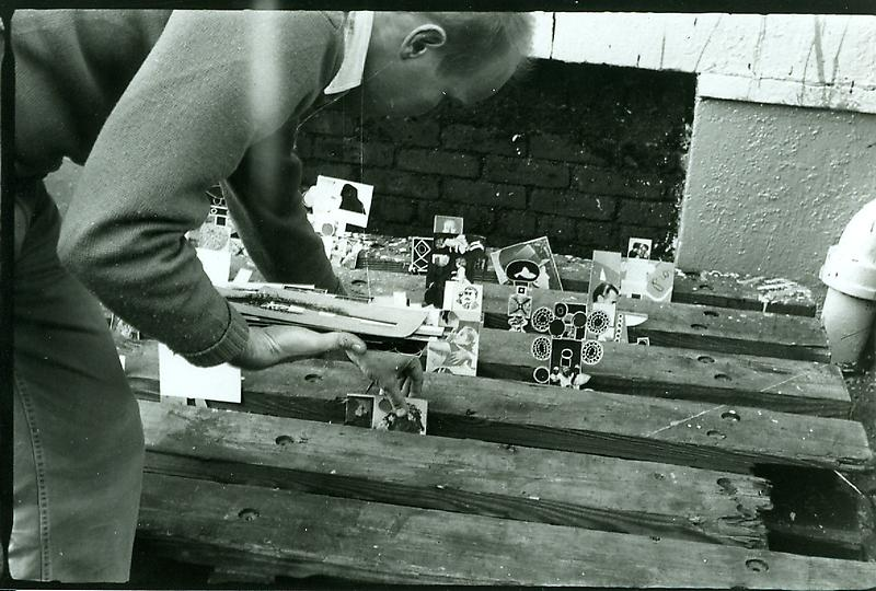 Ray Johnson setting up a moticos installation, autumn 1955. Photo by Elisabeth Novick.